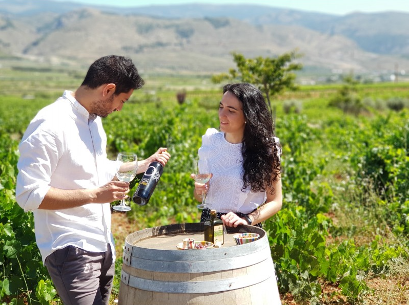 Guided visit, wine tasting and snack dinner in Cortijo El Cura en Laujar de Andarax